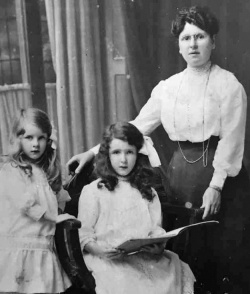 An17FlorenceGillard(Heywood)Daughters.jpg